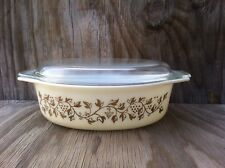 Pyrex Grapes & Leaves Cream & Gold 2 1/2 Qt. Casserole Dish With Clear Glass Lid