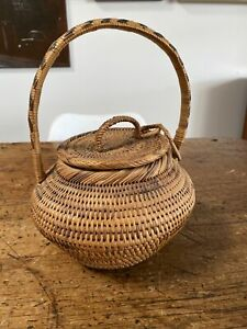 A Very Nice Old Papua New Guinea Woven Buka Basket With Lid & Handle