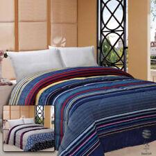Couvertures modernes bleus pour le lit