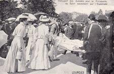 LOURDES 195 transport des malades pour la procession