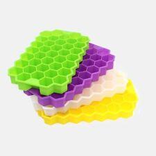 Eiswürfelform aus Silikon mit Deckel. Für 37 Eiswürfel