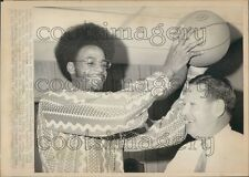 1972 Press Photo Basketball Player LaRue Martin Loyola Coach George Ireland