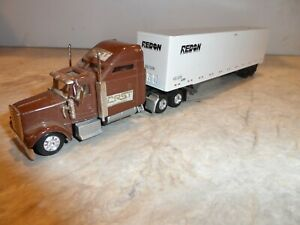HO SCALE  T.T. UNIT CRST FREIGHTLINER CONDO WITH REDON TRAILER