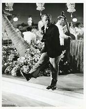 MICKEY ROONEY STEPS INTO POOL MICKEY TV SHOW ORIGINAL 1964 ABC TV PHOTO
