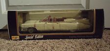 Maisto 1959 White Cadillac Eldorado Biarritz Special Edition 1:18 Diecast Car