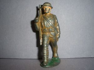 BARCLAY, MANOIL,GREY IRON  LEAD TOY SOLDIER  MARCHING WITH RIFLE AND PACK (M99)