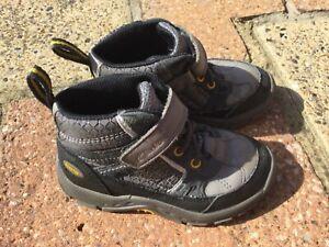 Boys size 9G Clark's Boots