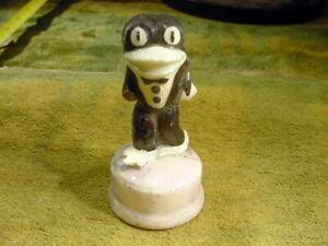 excavated vintage painted funny frog figurine age 1890 minor damaged Art 13572