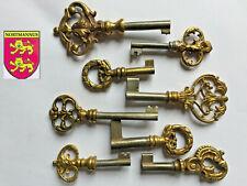 8 Anciennes Clés  BRONZE Antique Keys Alter Schlüssel Vecchie Chiavi
