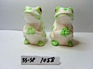 frogs  salt and pepper shaker