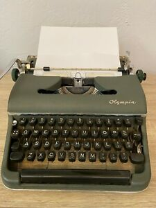Vintage Olympia DeLuxe Portable Typewriter SM3 with Hard Shell Case