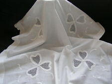 B'FUL VTG FINE WHITE IRISH COTTON WITH LGE EMBROIDERED LACY SHAMROCKS TABLECLOTH