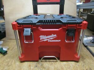 Milwaukee - Packout Rolling Tool Box Stackable Case ( LOT 3435)