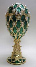 sehr edle Spieluhr im Stil eines Faberge Ei, grün mit goldenem Fuß, Ornamente