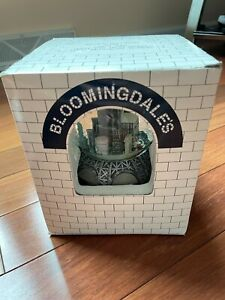 NEW IN BOX Bloomingdales New York City Twin Towers PRE 9/11 Music Snow Globe NYC
