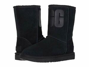 NEW WOMEN BOOT UGG CLASSIC SHORT RUBBER LOGO BLACK ORIGINAL 1108230