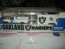 1 18 ERTL  OAKLAND RAIDERS  NFL RAM DUALLY PICK UP WITH ENCLOSED 2 AXLE TRAILER