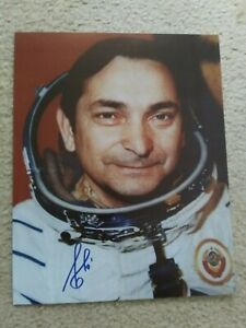 COSMONAUT VALERY BYKOVSKY PERSONALLY AUTOGRAPHED 8X10 COLOR PHOTOGRAPH