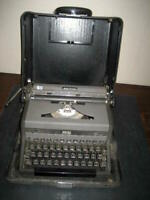 1950's Refurbished Royal Quiet DeLuxe Portable Manual Typewriter w/hard case
