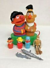 NC122: RETRO TOY LOT BERT AND ERNIE RADIO AND OTHER SMALL TOYS RADIO UNTESTED
