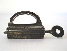 Antico Lucchetto pad lock a scalini con chiave originale e vite, XVII Secolo