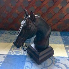 Pferdekopf - Skulptur als Tischdeko , Tierfigur wie aus Stein