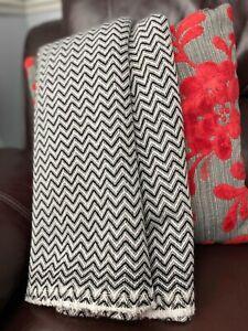 Pure Cashmere Blankets/throws, Handmade in NEPAL - Rear Black herringbone