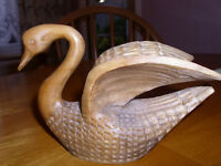 YUGOSLAVIAN TREEN/HAND CARVED WOOD SWAN/EARLY 1970s/FINE/ANTIQUES/BIRDS/ANIMALS