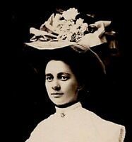 092020 VINTAGE RPPC REAL PHOTO POSTCARD YOUNG WOMAN IN LARGE HAT WITH FLOWERS