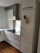 Schöne Einbauküche von IKEA, weiß mit Markengeräten, Geschirrspülmaschine Neff,
