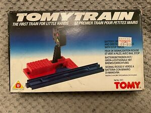 Tomy Battery Operated Red & Green Signal With Stop Track BOXED