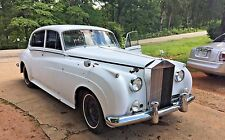 ROLLS ROYCE SILVER CLOUD BENTLEY FOG LIGHT. THE WORLDS LARGEST USED INVENTORY!!