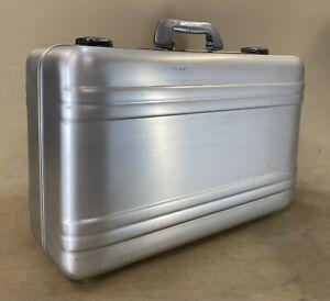 "Zero Haliburton Silver Aluminum vintage 21"" Carry on Hard Case Combo Lock"