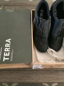 FIZIK Terra X5 - Volume Control Cycling Shoes - Black/Black - 44 EU - 10 3/4 US