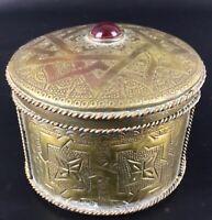 Ancienne Vintage boite à bijoux orientale en cuivre ciselé décors arabesques