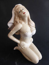TRES BELLE PIN UP MARIEE SEXY EN MAILLOT PORCELAINE STYLE ANNEES 40 BAIGNEUSE