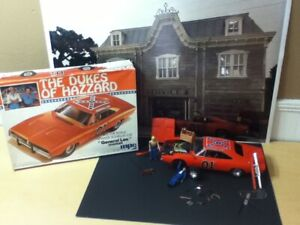 Dukes of Hazzard 1/16 General Lee MPC Model Kit Cooter Garage Poster Diorama LOT