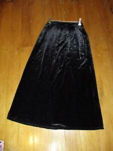 tkrs black velvet stretch a line skirt  small
