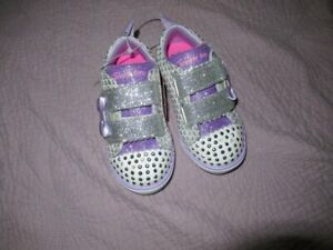 nwt Twinkle toes Skechers silver glitter light up top shoes little girls 8 m