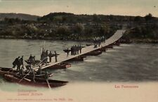 SOLDIERS BUILDING A PONTOON BRIDGE, SWISS ARMY : POSTCARD (c1910)