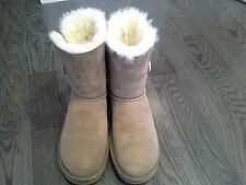 *BACK TO SCHOOL ! Genuine NEW Chestnut UGGS Bailey Button Size 8 !