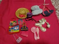 lot =18piéces poupées barbies et autres= chapeaux sacs,chaussures ,etc...