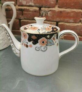 ROYAL CROWN DERBY PORCELAIN  IMPERIAL PALACE 2 PINT TEAPOT LOOKS UNUSED