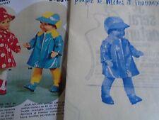 """T6 PATRON POUPEE JEAN MICHEL """" MODES ET TRAVAUX""""IMPER ET CASQUETTE 1972"""
