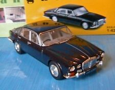 DAIMLER SOVEREIGN 4.2 DARK BLUE VANGUARDS VA08800 1/43 UK CORGI BLEU JAGUAR BLAU