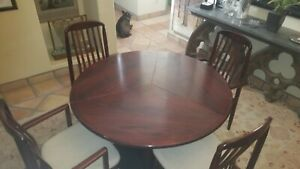 Skovby expandable round to clover table & 4 Benny Linden chairs nice wood finish