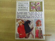 November 1967, WOMAN'S REALM, Home, Sewing & Knitting, Baubles From Beads.
