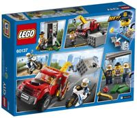 LEGO® City Police - Tow Truck Trouble 60137 144 Pcs