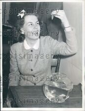 1939 University of Missouri Coed in Goldfish Swallowing Contest Press Photo