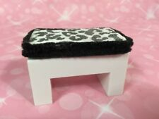 Dollhouse 1:12 Miniature MODERN SHOE BENCH AG Mini PETITE BOUTIQUE ILLUMA ROOM